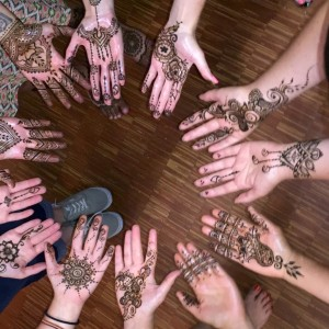 Glitter Ruby's Henna and Face Paint (A la Henna) - Henna Tattoo Artist in Portland, Oregon