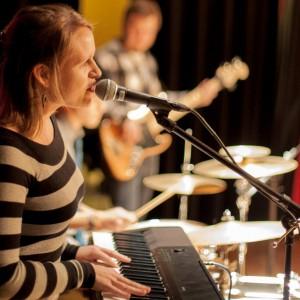 Annabel Stavey - Singing Pianist in Little Rock, Arkansas