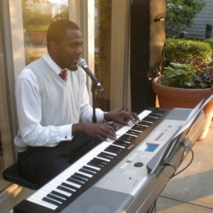 Antonio Willis-Berry - Singing Pianist in Waltham, Massachusetts