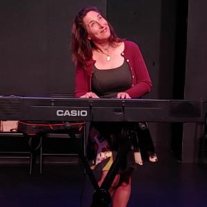 Ask Leonora - A Musical Impro-Advice Show