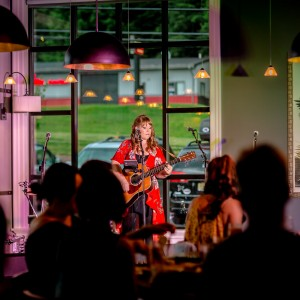 Caryn Dixon - Singing Guitarist in New York City, New York