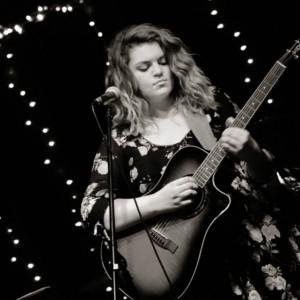 Chloe - Singing Guitarist in Nashville, Tennessee