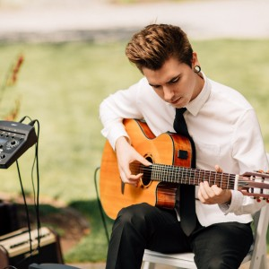 Classical, acoustic, and Spanish Guitar - Guitarist in Snohomish, Washington