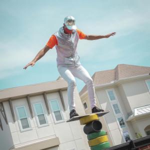 Curbside Circus - Acrobat in Orlando, Florida