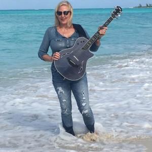 Deborah Gold - Singing Guitarist / Guitarist in Victoria, British Columbia