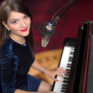 Denisa Grecu - Singing Pianist in Detroit, Michigan