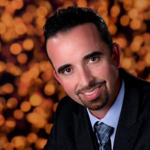 Derek Hood - Magician in Los Angeles, California