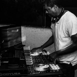 DJ Chuck Anthanio Interactive Mobile Entertainment - Mobile DJ / Wedding DJ in North Charleston, South Carolina