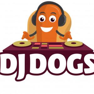 DJ Dogs - Food Truck in Franklin, Massachusetts