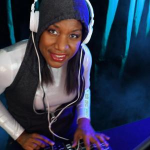 DJ Groovin Nikki who Sings and Dances - DJ / College Entertainment in Orlando, Florida