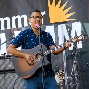 Don't Stop Believin' Singer & Guitarist - Singing Guitarist in Chicago, Illinois