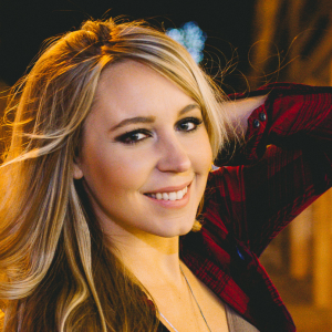 Elyse Saunders - recording artist - Country Singer in Toronto, Ontario