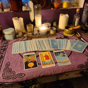 Embedded in Amber Tarot - Tarot Reader / Psychic Entertainment in Lacombe, Louisiana