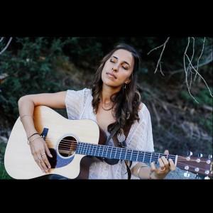 Gia - Singing Guitarist in San Diego, California
