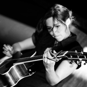 Gina Belliveau - Singing Guitarist in Tacoma, Washington