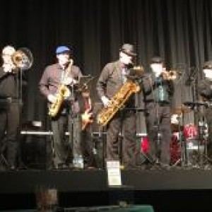 Groove 'N Motion (feat. Rocky Mtn Horns) - Cover Band / Corporate Event Entertainment in Commerce City, Colorado