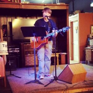 Hillside House - Singing Guitarist in Springfield, Missouri