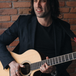 Igor Laze - Singing Guitarist in Toronto, Ontario