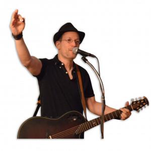 Joe Tunon - Singing Guitarist in Miami, Florida