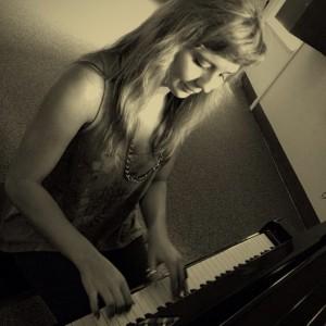 Jordyn - Singing Pianist in Greenville, North Carolina
