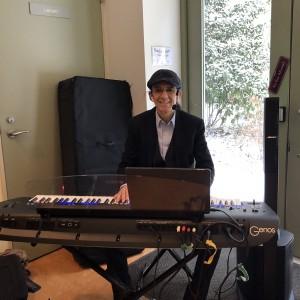 Juan Piano Keyboards Man - One Man Band / Pianist in Astoria, New York