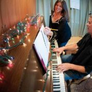 Theo Bishop and Kelly Summer - Piano and Vocal Duo - Jazz Band / Christmas Carolers in Long Beach, California