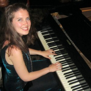 Lara Driscoll Piano - Jazz Pianist in Chicago, Illinois