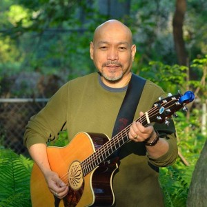 Larry Berenguel - Singing Guitarist in Des Moines, Iowa