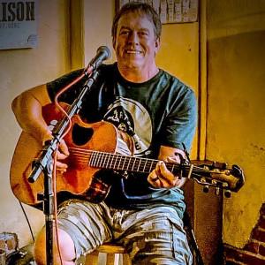 Larry Newsom - Singing Guitarist in Oklahoma City, Oklahoma