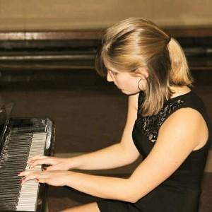 Laura Thistle, pianist - Pianist in Toronto, Ontario