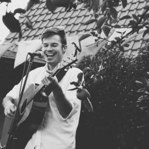 Lewis Knudsen Music - Singing Guitarist in Rock Island, Illinois
