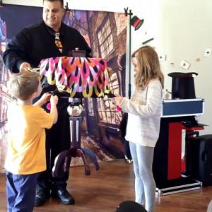 Carlos Vaz - Children's Party Magician / Comedy Magician in Austin, Texas