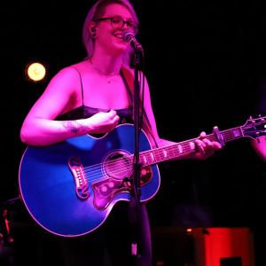 Mary-Lynn Doroschuk - Singing Guitarist in Montreal, Quebec