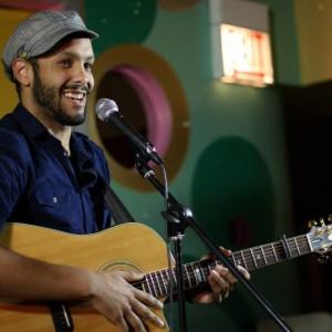 Michael Mejiah - Singing Guitarist in Chicago, Illinois