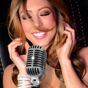 Mikki May - Singer/Songwriter / Acoustic Band in Long Island, New York
