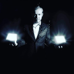 Eric Stevens - Strolling/Close-up Magician / Corporate Magician in Spokane, Washington