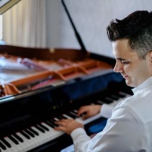 Nicholas Deek - Pianist - Pianist / Jazz Pianist in Ottawa, Ontario