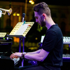 Private, Public and Online Concerts - Singing Pianist in Alabama, New York