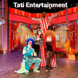 Provide different entertainers - Stilt Walker / 1920s Era Entertainment in Miami, Florida