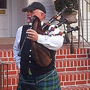 Provides music of Scotland and Ireland - Bagpiper / Celtic Music in New Orleans, Louisiana