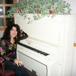 Rita  Rose - Singing Pianist in Huntington, New York