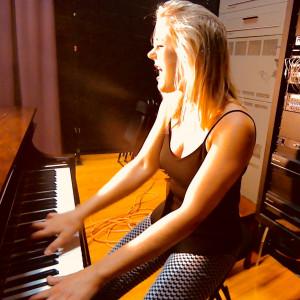 Singing & Piano Performer - Singing Pianist in McLean, Virginia