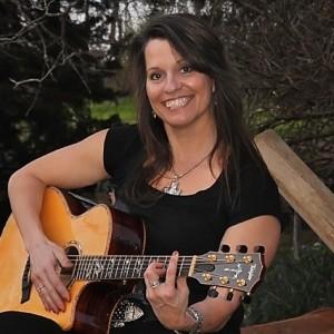 Jennifer Reisch - Singing Guitarist in Winter, Wisconsin