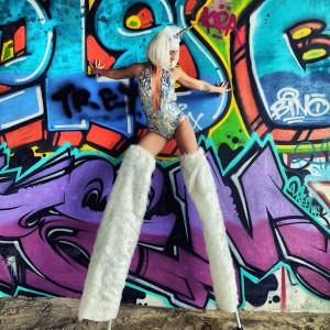Amanda Lee - Stilt Walker in Los Angeles, California