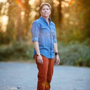 Tanya Pluth - Singing Guitarist in Portland, Oregon