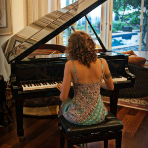 Tehila - Singing Pianist in San Diego, California