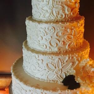 The Uptown Bakery - Wedding Cake Designer in Bellevue, Nebraska