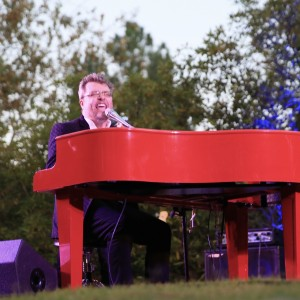 Tommy Reeves - Singing Pianist in West Hills, California
